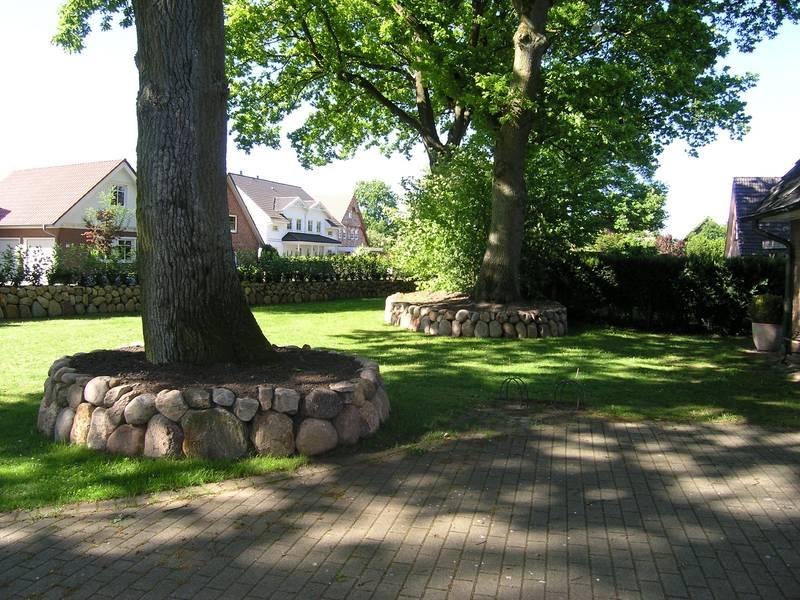 Friesenwall tipps e m gartenwelten for Gartengestaltung um einen baum